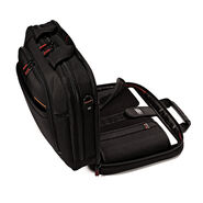 "Samsonite Pro 4 DLX 15.6"" Perfect Fit 2 Gusset Toploader in the color Black."