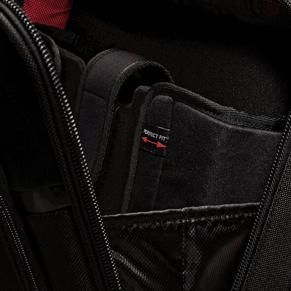 Samsonite Pro 4 DLX Perfect Fit 2 Gusset Mobile Office in the color Black.