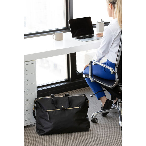 Samsonite Mobile Solution Classic Duffle in the color Navy Blue.