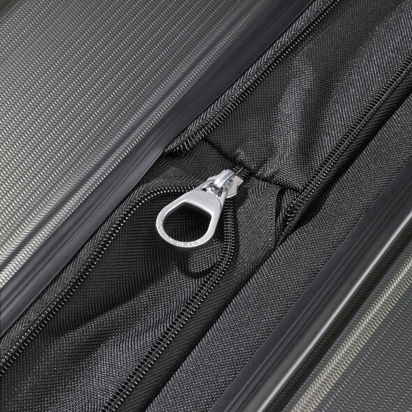 Samsonite Winfield NXT Spinner Large in the color Charcoal.