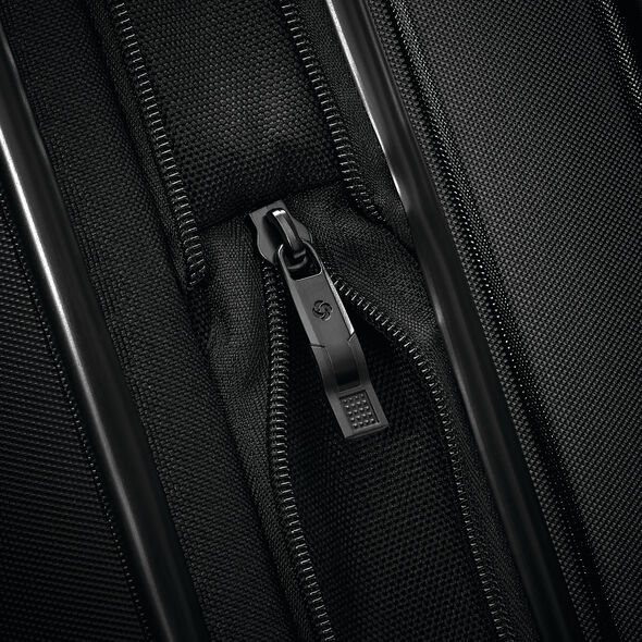 Samsonite Silhouette 16 Versa Garment Hardside Glider in the color Obsidian Black.