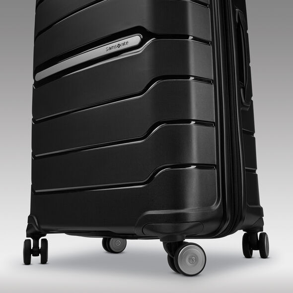 Samsonite Freeform Spinner Large in the color Black.